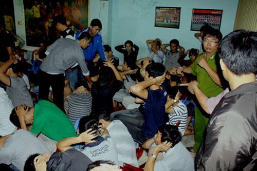 Đà Nẵng: Đánh sập 2 ổ cá độ bóng đá quốc tế - 1