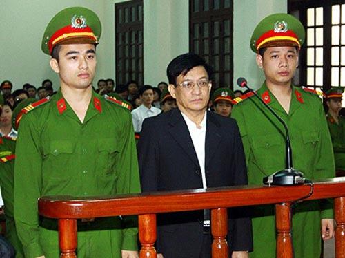 Phạt cựu Chủ tịch Tiên Lãng 15 tháng tù treo - 1