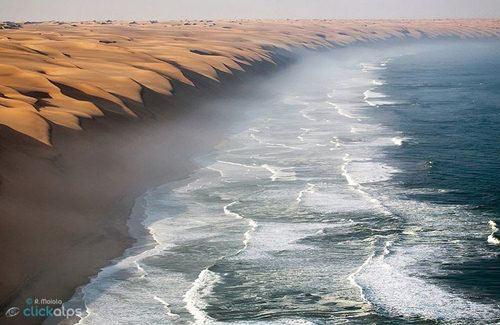 Cảnh tượng ngoạn mục nơi sa mạc gặp biển - 1