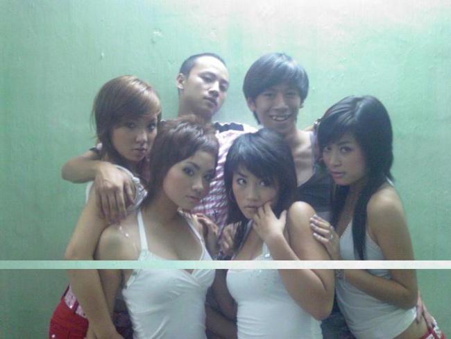 Chính mối quan hệ này đã khiến sự nghiệp của cô gái trẻ bị rơi vào hố đen trong khoảng thời gian năm 2007, 2008. Tuy nhiên, sau đó, Hoàng Thùy Linh đã vực dậy bằng khả năng của chính mình.