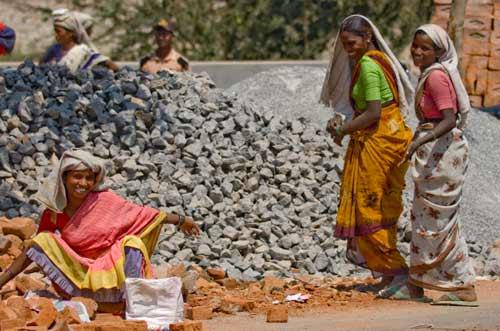 """Ấn Độ: Bán con cho du khách làm """"vợ 1 tháng"""" - 1"""