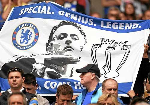CĐV Chelsea kêu gọi Mourinho trở về - 1