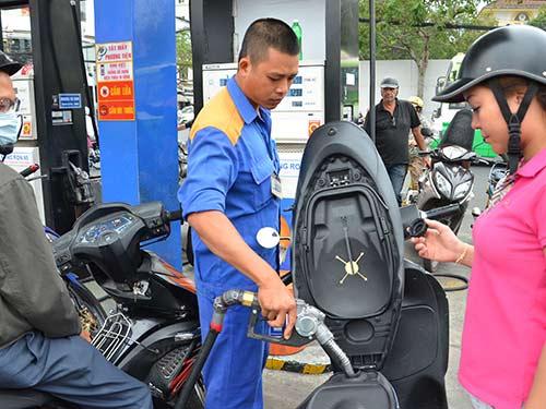 Lợi ích nhóm chi phối giá xăng dầu? - 1
