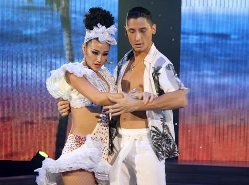 Maya rời Bước nhảy trong nước mắt - 1