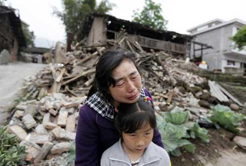 Ảnh: Những người không nhà sau động đất ở TQ - 1