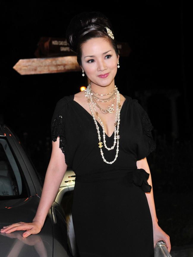 Cô cũng là Hoa hậu đền Hùng đầu tiên và duy nhất cho đến thời điểm hiện tại