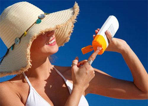 Mắc bệnh chỉ vì lạm dụng kem chống nắng - 1