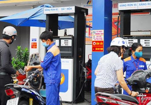 Bỏ quỹ bình ổn giá xăng dầu? - 1