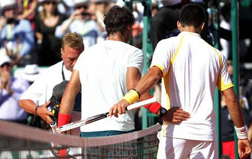 """Khi Djokovic """"bắt nạt"""" Nadal - 1"""