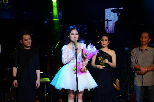 Hương Tràm bật khóc cảm ơn Thu Minh - 1
