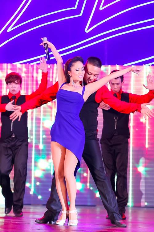 Khánh Thi gợi cảm trên sân khấu - 1