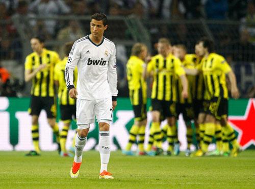 CĐV chỉ trích thậm tệ thày trò Mourinho - 1