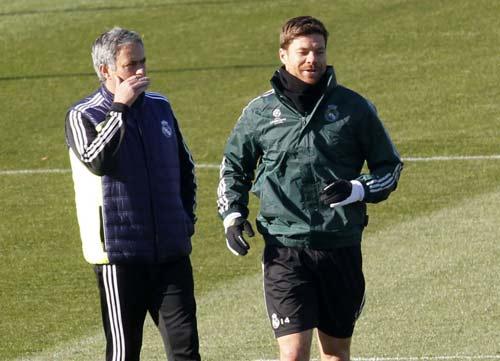 Sang Chelsea, Mourinho sẽ kéo theo Alonso - 1