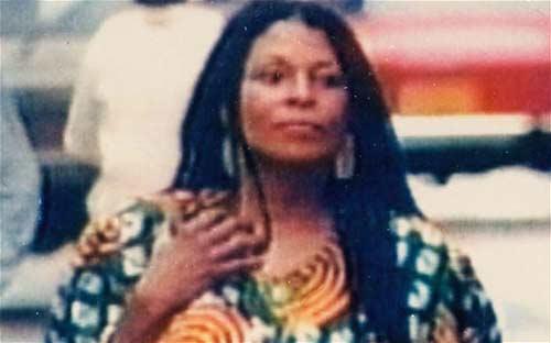 Nữ khủng bố đầu tiên bị FBI truy nã gắt gao - 1