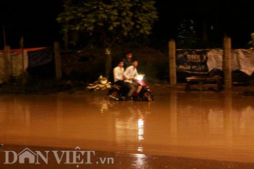 Hà Nội mênh mông nước sau cơn mưa lớn - 1