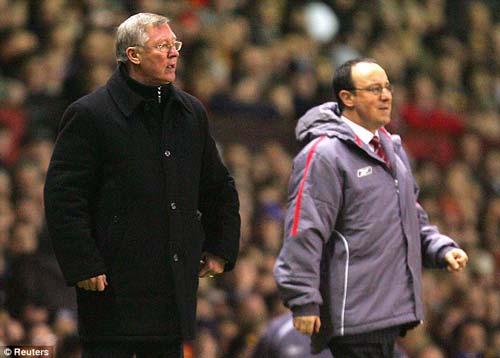 Sir Alex lại đấu khẩu Benitez - 1