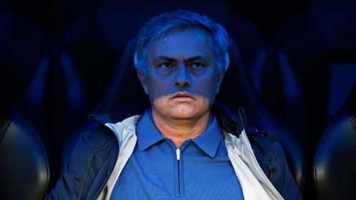 """Mourinho """"vô cảm"""" trên băng ghế chỉ đạo - 1"""