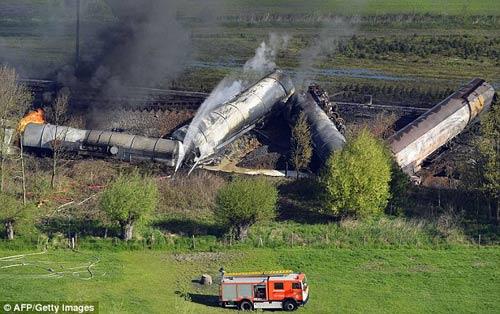 Bỉ: Nổ tàu chở hóa chất, hàng trăm dân sơ tán - 1