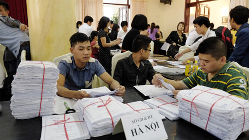 Hồ sơ dự thi ĐH, CĐ phía Bắc giảm mạnh - 1