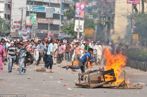 Bangladesh: Bạo lực đẫm máu, 37 người chết - 1