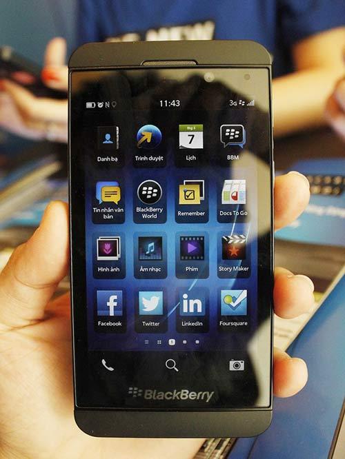 BlackBerry Z10 ra mắt, giá cao - 1