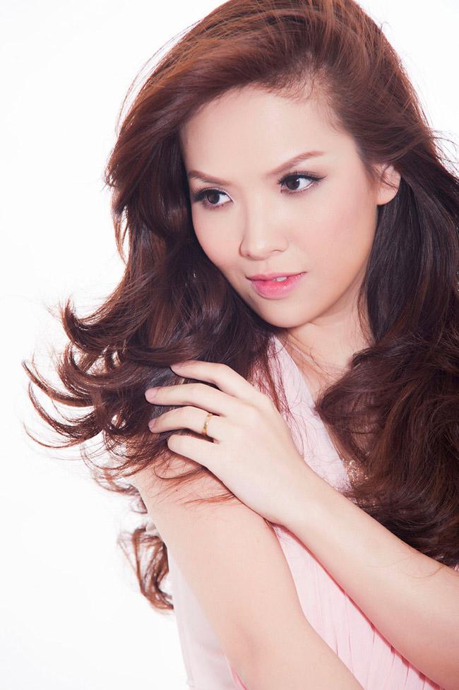 Khởi đầu là MC dự báo thời tiết của kênh VTV3, giờ đây Đan Lê đã trở thành một nữ diễn viên được nhiều người mến mộ.