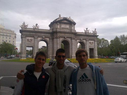 """Rời Madrid, Djokovic """"vui vẻ"""" tới Rome - 1"""