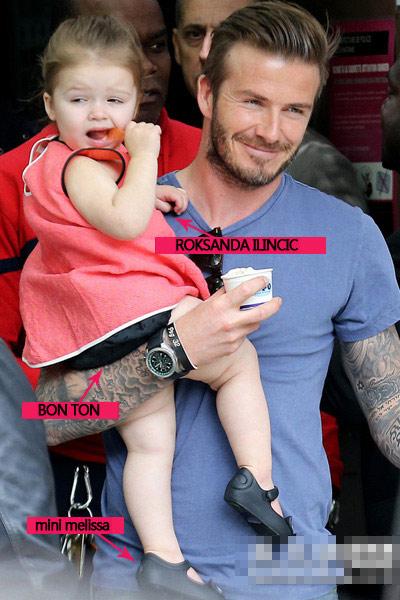 Ngắm váy hiệu của cục cưng nhà Beckhams - 1