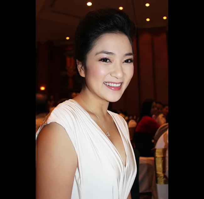 Hoa hậu Việt Nam năm 2004 sở hữu nụ cười hút mọi ánh nhìn.