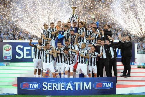 Video và chùm ảnh Juventus nhận Scudetto - 1