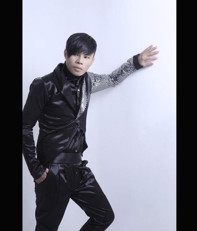 Trong khi đó, ca sỹ Tần Khánh sau khi công khai giới tính thứ 3 liền kể vanh vách hàng loạt sao nam Việt đồng tính khác.