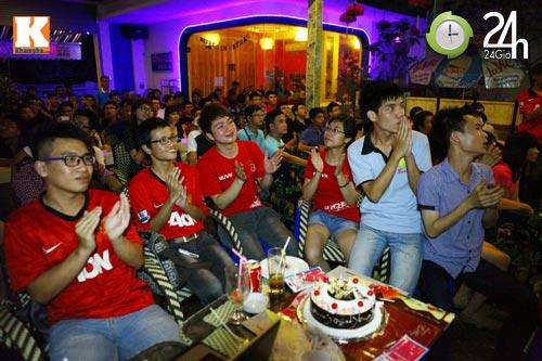 Fan MU Việt nghẹn ngào tri ân Sir Alex - 1