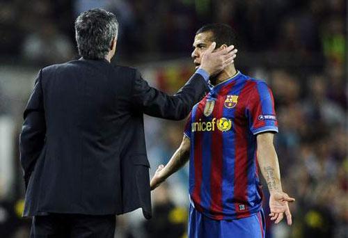 Barca vô địch, Alves nhớ Mourinho - 1