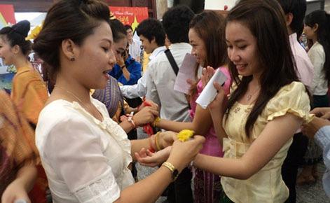 Bộ GD tuyển sinh du học tại Lào và Campuchia - 1