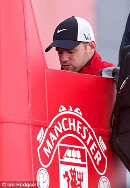 Rooney bị la ó ngày MU mừng chức vô địch - 1
