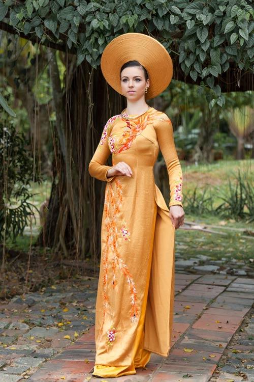 Vũ công BNHV đẹp lạ với áo dài Việt - 1