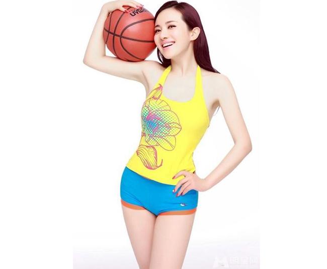 Hãy cùng chiêm ngưỡng những hình ảnh siêu nóng bỏng của các mỹ nhân với trái bóng rổ.