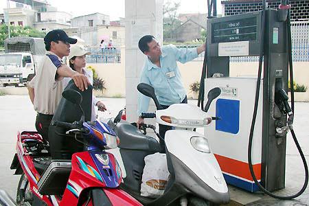 Ba phương án tăng, giảm giá xăng dầu - 1