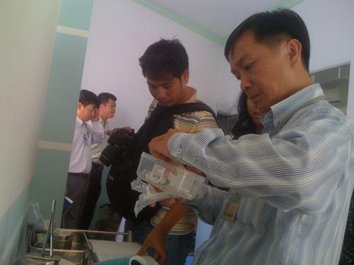 Trục xuất 6 bác sĩ Trung Quốc hành nghề chui - 1