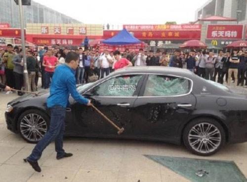 """""""Cay cú"""" thuê người đập nát Maserati - 5"""