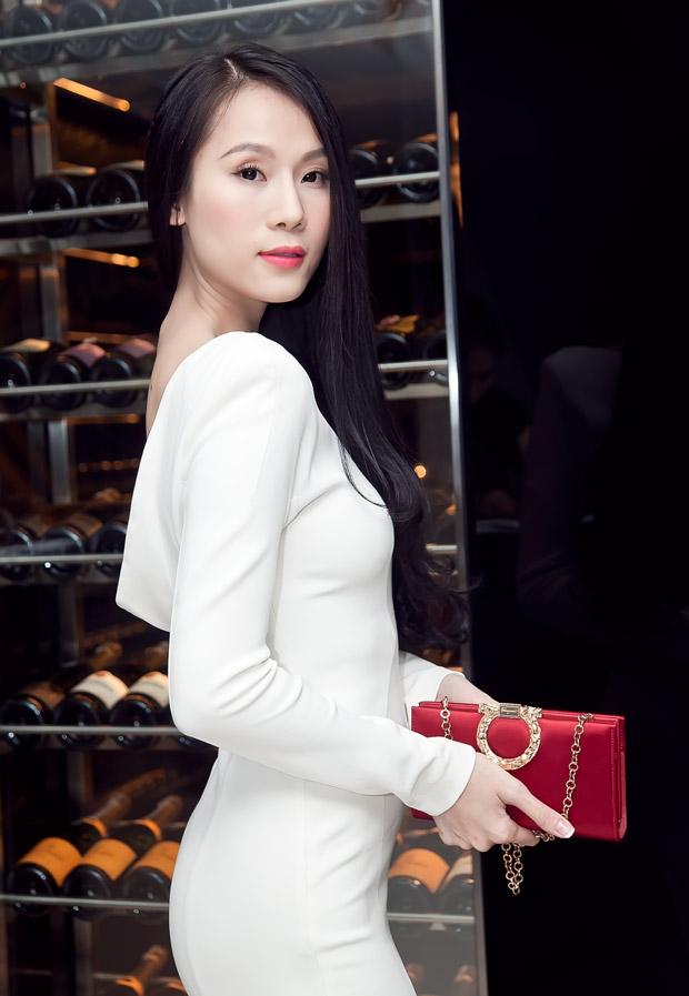 Thái Hà tinh khôi với đầm trắng - 1