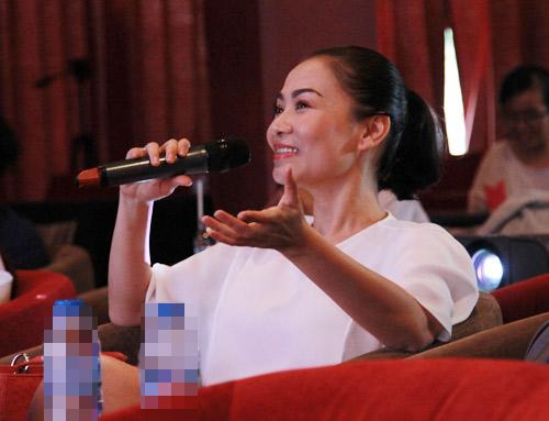 """Thu Minh """"giải oan"""" cho Hương Tràm - 1"""