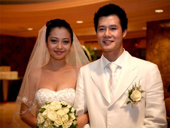 Đám cưới của Jennifer Phạm và Quaag Dũng được coi là mở màn cho mốt 'đẻ trước, cưới sau' của showbiz Việt