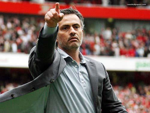 Real chia tay Mourinho: Lò xay HLV - 1