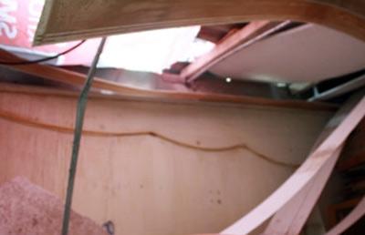 Lốc xoáy phá hàng loạt ngôi nhà giữa Thủ đô - 1