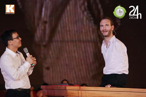 Nick Vujicic ướt nhẹp vì khán giả Việt - 1