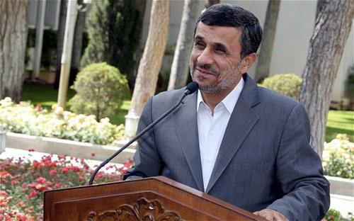 Máy bay chở Tổng thống Iran hạ cánh khẩn cấp - 1