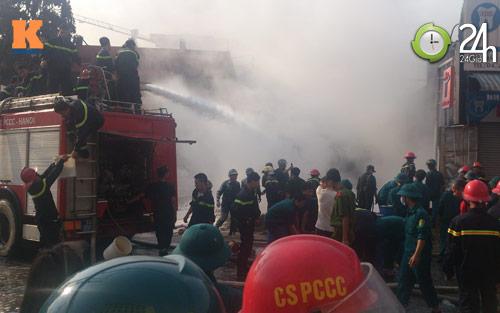 Cận cảnh vụ cháy kinh hoàng ở cây xăng - 1