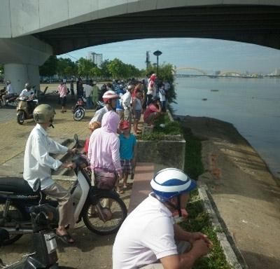 Người đàn ông nhảy cầu sông Hàn tự tử - 1