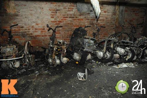 Cháy trong Tập thể Bộ GD&ĐT, hơn 30 xe ra tro - 1